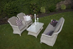 4 Seasons outdoor Delmar living set provance