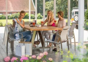 4 Seasons Outdoor Summit met Icon Tafel
